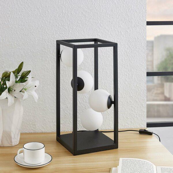 Lindby Utopia -LED-pöytälamppu lasivarjostimilla