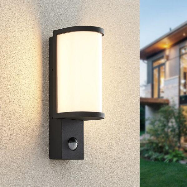 Lucande Jokum -LED-ulkoseinävalo, IP54, tunnistin