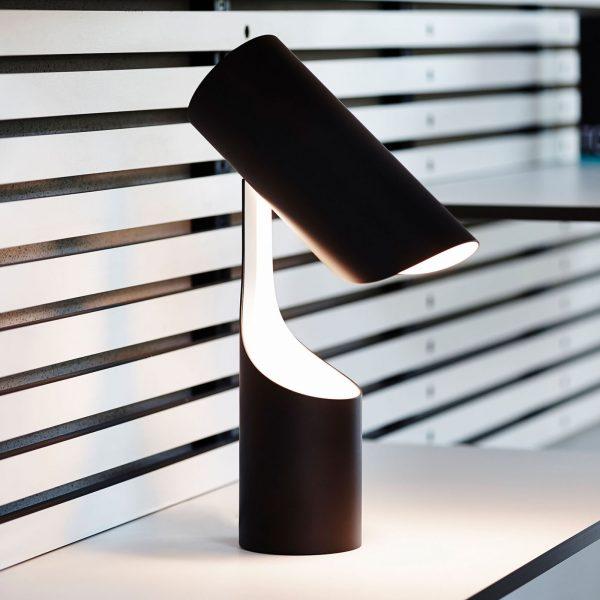 LE KLINT Mutatio -pöytälamppu E14 musta, valkoinen