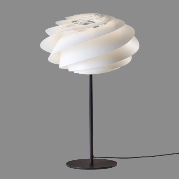 LE KLINT Swirl -design-pöytälamppu valkoinen